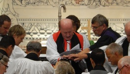 Ordination_RevIanHorner_KilmoreCathedral_7thSept2014_LayingOnOfHands