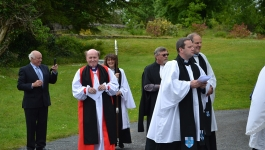 bishopferran_beforeenthronementservice_kilmore_16thjune2013