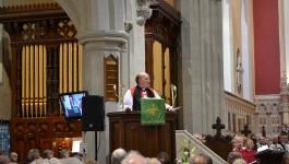 bishopferran_preachingatenthronementservice_kilmore_16thjune2013_1
